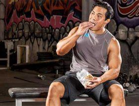 La leucina desencadena la síntesis de proteínas, lo que estimula el crecimiento muscular