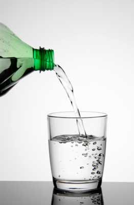 Toma la L-carnitina junto con un vaso de agua.